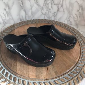 Dansko Womens Slide Clog Shinny Black size…